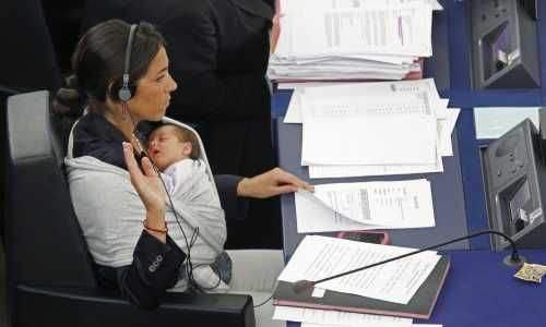 Milletvekilinden bebekli eylem 2