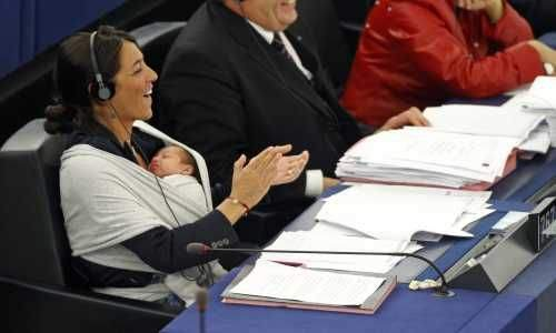 Milletvekilinden bebekli eylem 7