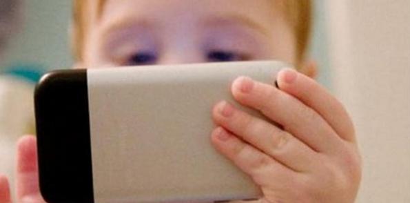 Akıllı Telefonların Çocuklara Zararları Nelerdir? 2