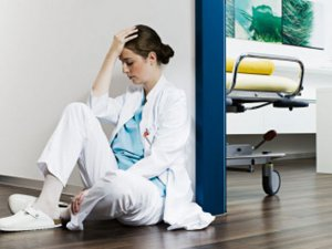 Acil Tıp Hizmeti Veren Hekimlerde Tükenme Sendromu
