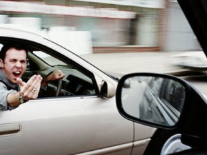 Eşinizi trafikteyken ya da maç izlerken seçin
