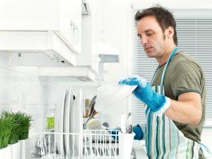 Ev İşi Yapan Erkeklerin Cinsel Hayatı Daha İyi