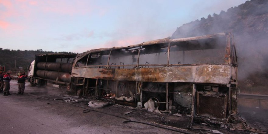 Çorum'da yolcu otobüsü TIR'a çarptı: 10 Ölü