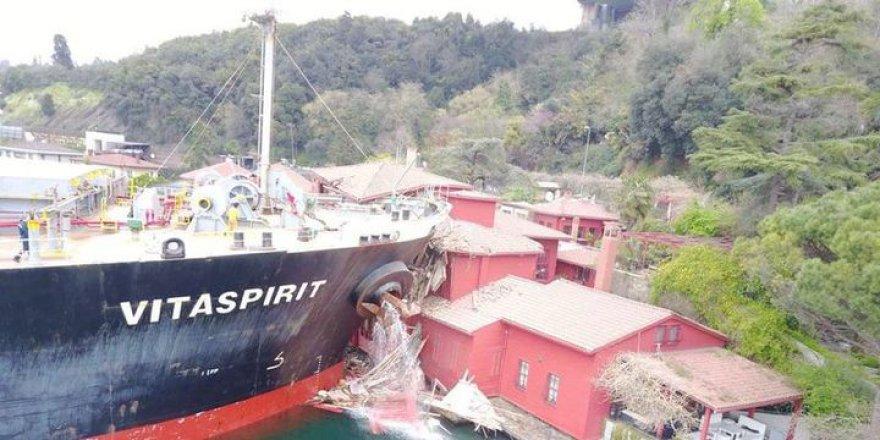 İstanbul Boğazı'nda 225 metrelik gemi Hekimbaşı Salih Efendi Yalısı'na çarptı