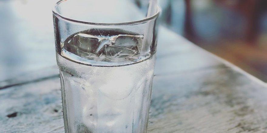 15 yıldır su içememesinin sebebi psikolojik çıktı