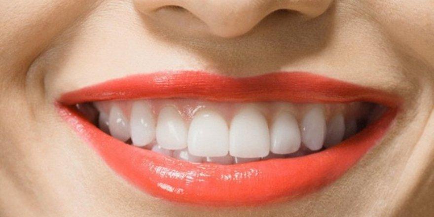 Üç dakikada ev yapımı diş beyazlatma yöntemleri