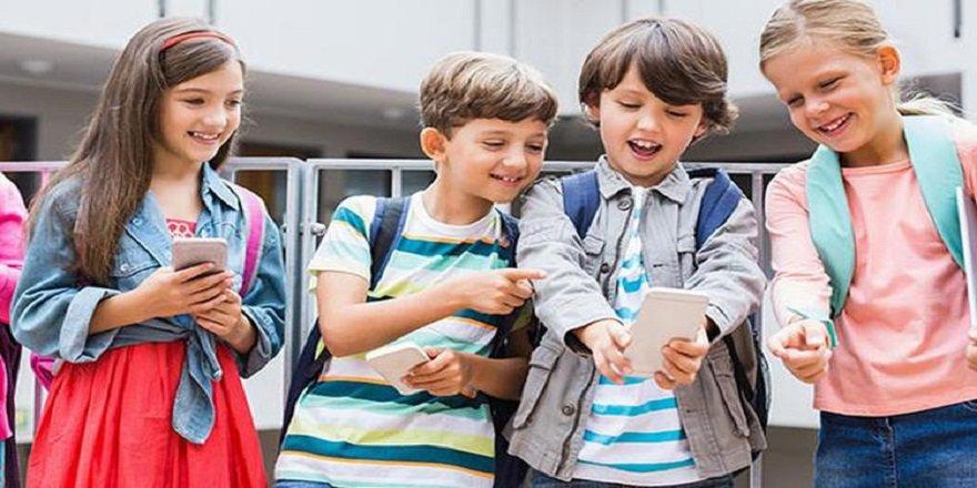 Fransa'da ilk ve orta dereceli okullarda cep telefonu kullanımı yasaklandı