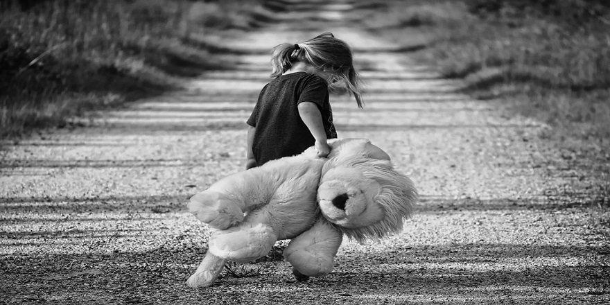 """Şiddete Maruz Kalan Çocuklar, Hayvanlara Zarar Verebilir"""""""