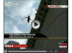 Bebekleri 5 Katlı Binadan Atıyorlar - VİDEO -