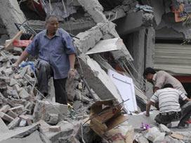 Çin'de deprem: Ölü sayısı 10 bine yaklaştı