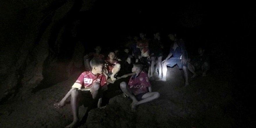 Tayland'daki çocuklar 'aylar boyunca mağarada kalabilir'