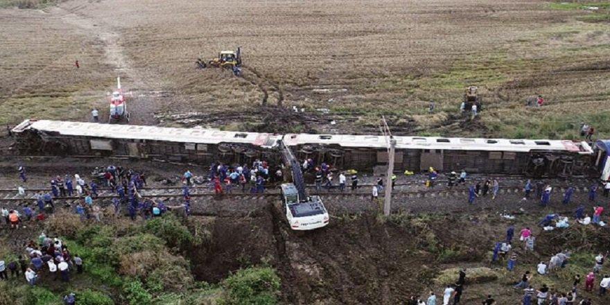 Çorlu'da tren kazası! Başbakan yardımcısı acı haberi verdi: 24 kişi hayatını kaybetti