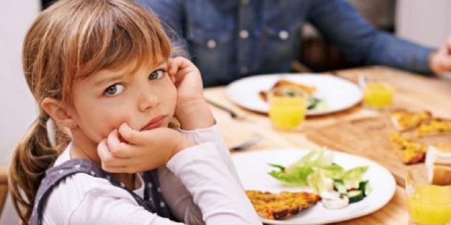 Psikolog Dr. Feyza Bayraktar, ebeveynlerin ''yemek ye'' baskısının çocukları öfkelendirdiğini söyledi.