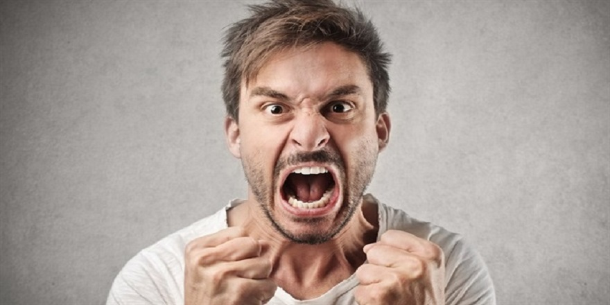 Öfkeli İnsanlar Zeka Seviyelerini Abarttıyor mu?