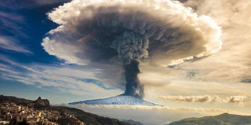 'Etna Yanardağı denize kayıyor, tsunamiye yol açabilir'