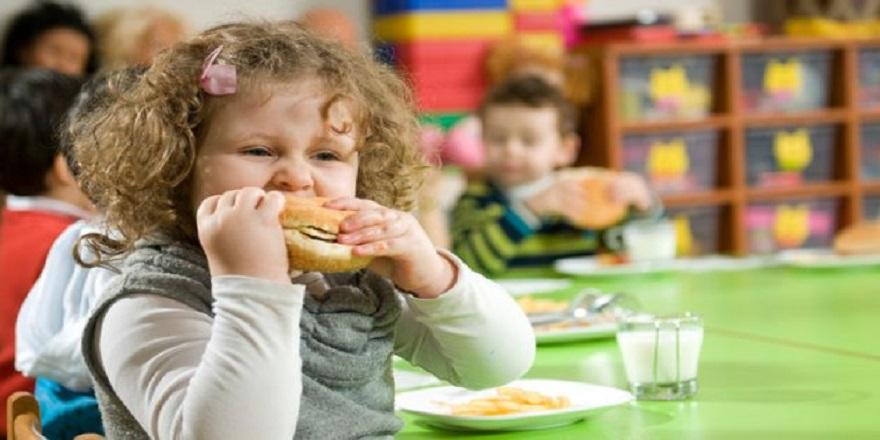 Anneler Dikkat !Obezite Çocuklukta Başlıyor