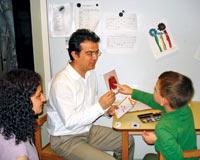 Babalar otistik çocuğu kabullenmekte zorlanıyor