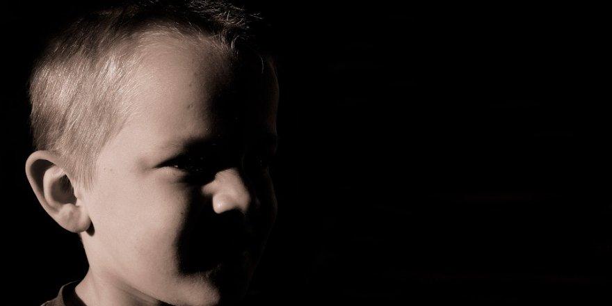 Fiziksel şiddete maruz kalan çocuklar daha hızlı yaşlanıyor