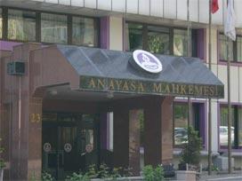 Anayasa Mahkemesi Akpartiyi Kapatmadı