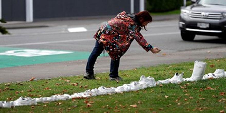 Yeni Zelanda'da kurbanlar için beyaz ayakkabı