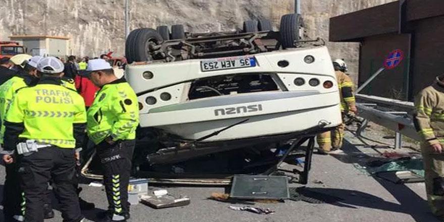 İzmir'de down sendromlu çocukları taşıyan midibüs devrildi