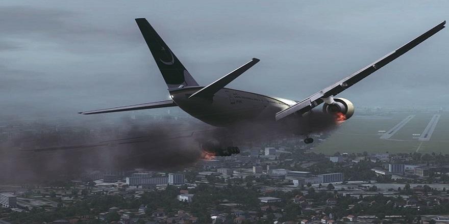 Pakistan'da 107 yolcu taşıyan uçak yerleşim alanına düştü