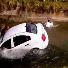 Arabasıyla baraj gölüne uçarak intihar etti