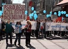 Psikologlar Genelgeyi Protesto Etti