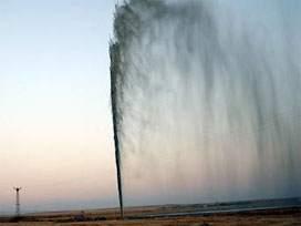 Aksaraydaki fışkıran suya yoğun ilgi