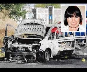 Arabaya kilitlediği 3 çocuğunu yaktı!