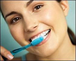 Yemekten Hemen Sonra Dişlerinizi Fırçalamayın!
