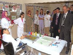 Engelli Öğrenciler Ebru Yapıyor