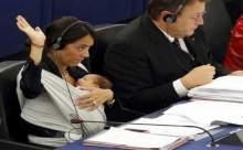 İtalyan Milletvekilinden Bebekli Eylem