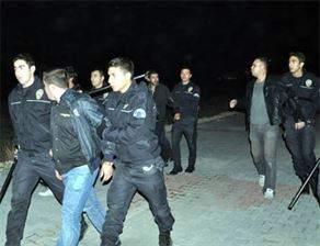 Öğrenci Yurdunda Kavga: 30 Gözaltı
