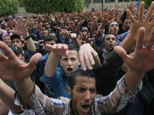 Mısır'da 529 kişiye idam cezası verildi