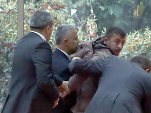 Kemal Kılıçtaroğlu'na Kim Yumruk Attı