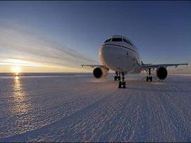 Kutuplara inen ilk yolcu uçağı/VİDEO