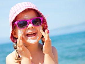Çocuklarınızı Güneşin Zararlı Eetkilerinden Koruyun