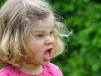 Çocukların Yüksek Sesle Konuşmalarının Nedenleri