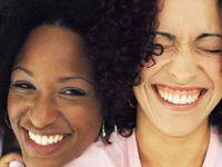 Kadınlar % 26 Daha Çok Gülebiliyor