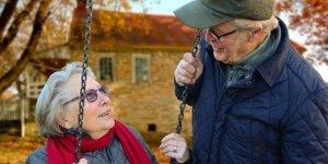 Dünyada yaşlı nüfusunun 2050'de yaklaşık 2,1 milyara ulaşması bekleniyor
