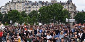 Fransa'da grevlere memurlar da katıldı