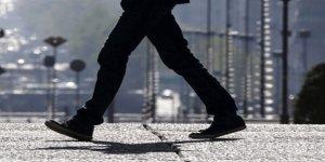 Çin'de bir emlakçı  ayda 180 bin adımdan az atan çalışanlarını cezalandırıyor.
