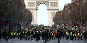 Fransa`da `sarı yelekliler` eylemleri nedeniyle büyüme yavaşladı