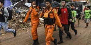 Endonezya'da ölü sayısı 420'ye yükseldi (Yeni tsunami uyarısı)