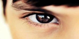 Göz kontağı insanı neden etkiler?