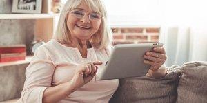"""Yaşlıların """"yaşama sevinci"""" sosyal medyayla artabiliyor"""