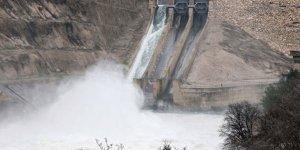 Adana'da baraj kapağı patladı! Sel sularına kapılanlar var