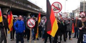 Psikolog Sarıkaya: Avrupa'daki ırkçı saldırılar Müslümanları tedirgin ediyor