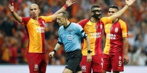 Galatasaray Fenerbahçe derbisinde Cüneyt Çakır'ın Performansı